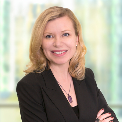 woman_executive_corporate_headshot_with_blurred_office_background