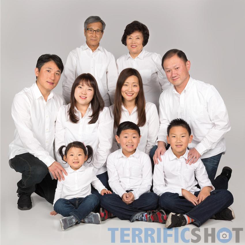 family_holiday_portrait_studio_gray_background-10