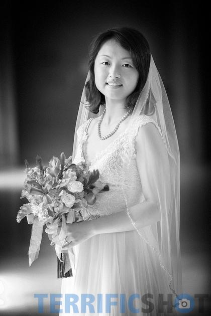 wedding_bride_pose_with_flower_san_francisco_city_hall_black_white