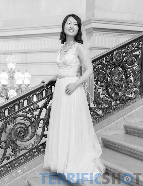 wedding_bride_posing_on_stairs_san_francisco_city_hall_black_white