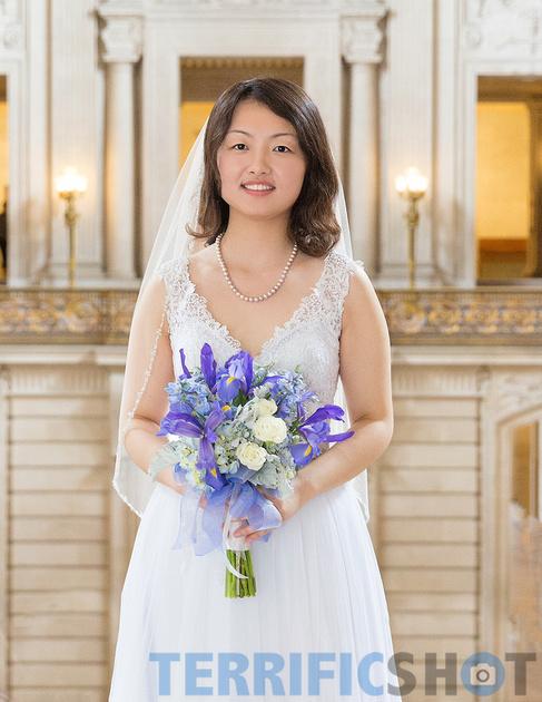 wedding_bride_posing_with_bouquet_san_francisco_city_hall