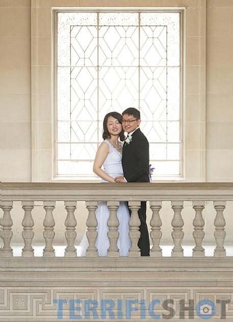 wedding_couple_balcony_san_francisco_city_hall