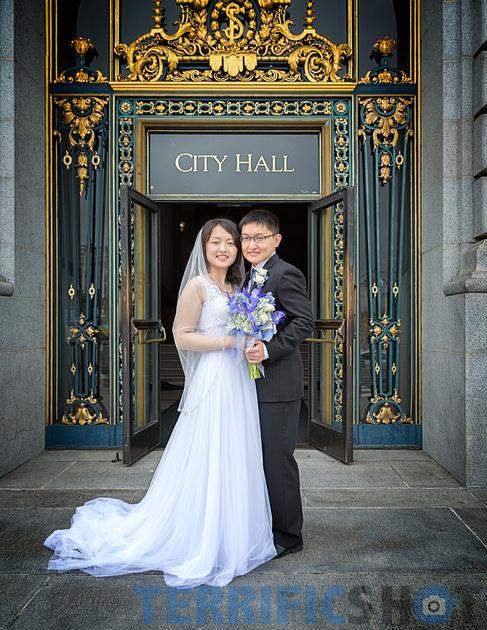 wedding_couple_posing_stairs_city_hall_san_francisco
