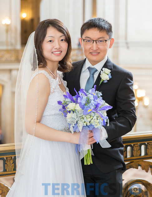 wedding_couple_stairs_san_francisco_city_hall_black_and_white