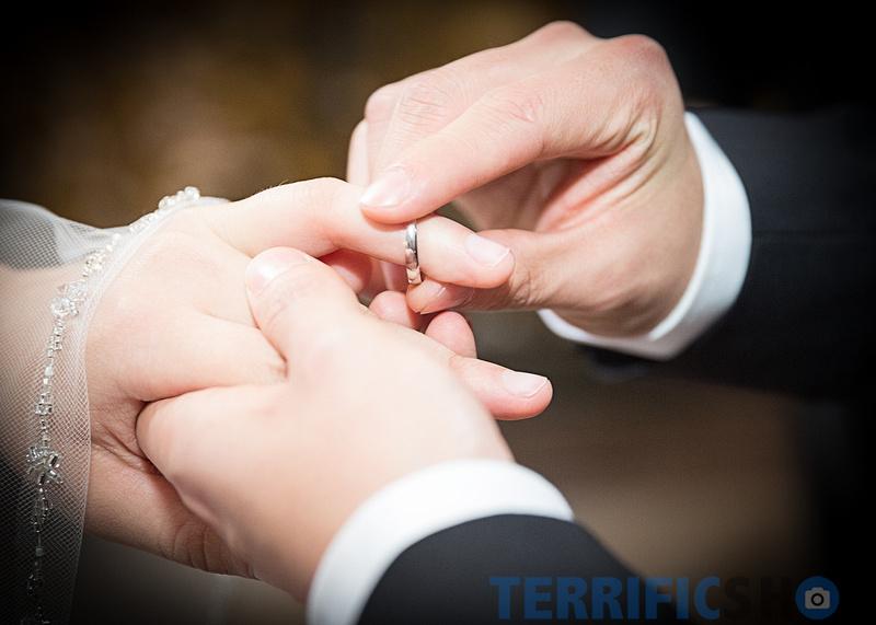 wedding_rings_hand_san_francisco_city_hall