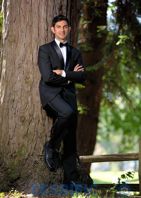 glamor_man_wearing_tuxedo