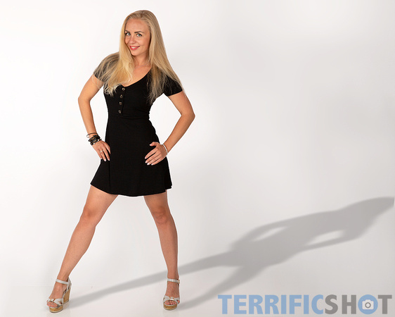 woman_with_blond_hair_standing_pose_glamour_studio